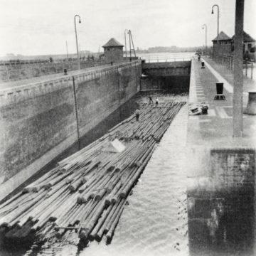Das Floß in der Schleuse, 1930, Privatbesitz