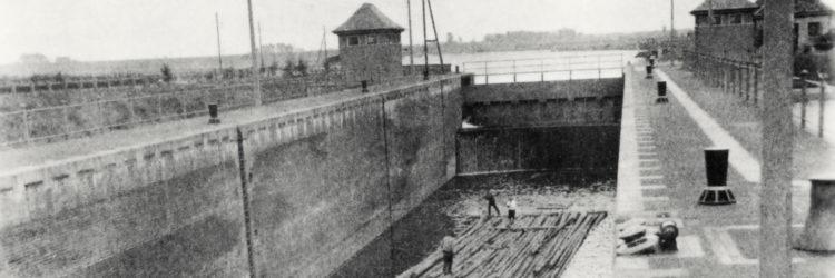 Floß in der Schleuse des Hafen osnabrück
